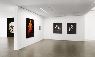 Taiyo Onorato & Nico Krebs 04 (MAGENTA YELLOW), 2012 + BULLET BOTTLE, 2009 (l.) / Felix Dobbert EDGES 1+2, 2013 (r.)